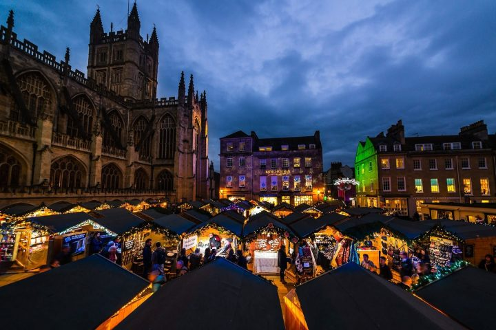 Bath-Christmas-Market-looking-over-the-stalls-to-bath-abbey
