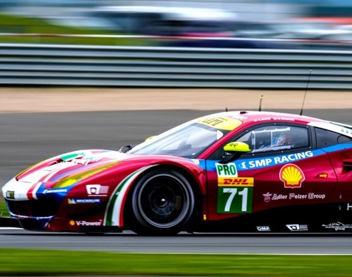endurance-car-racing-on-silverstone-race-track-during-the-endurance-championships